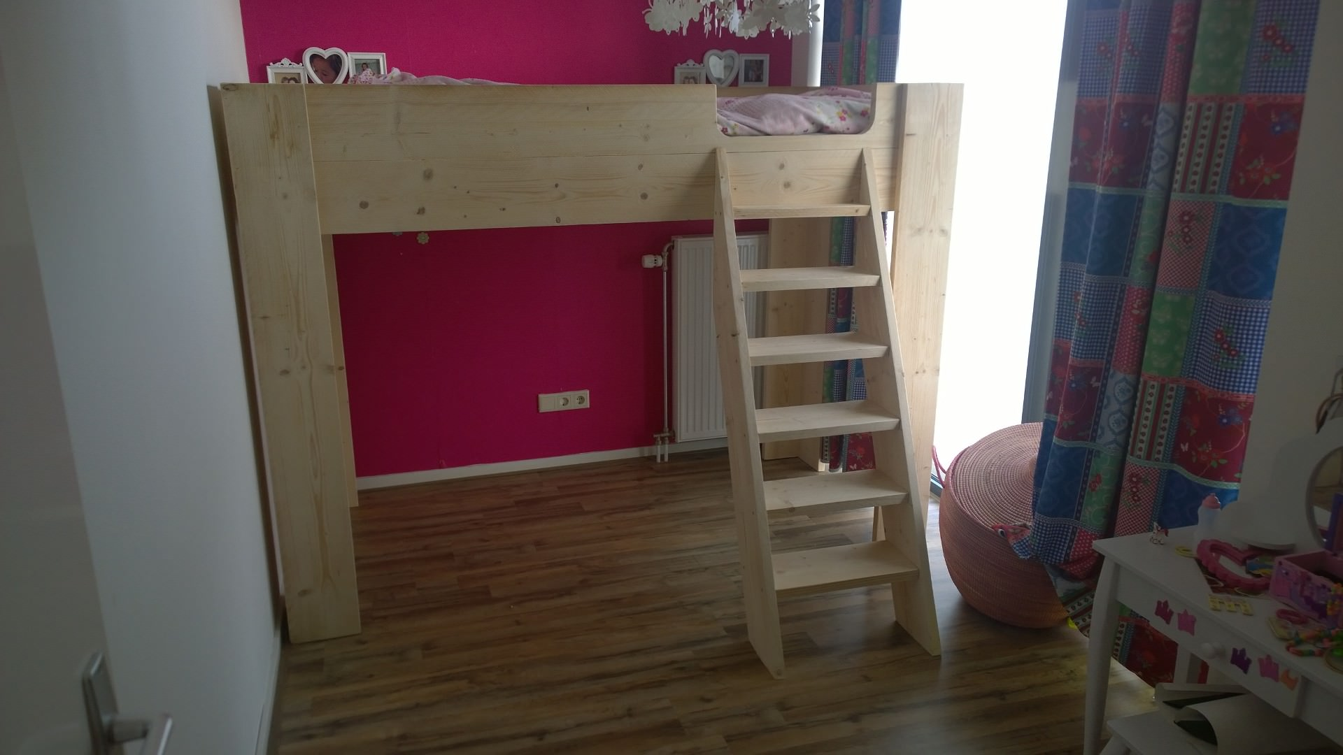 Handgemaakte meubels -Hoogslaper van nieuw steigerhout